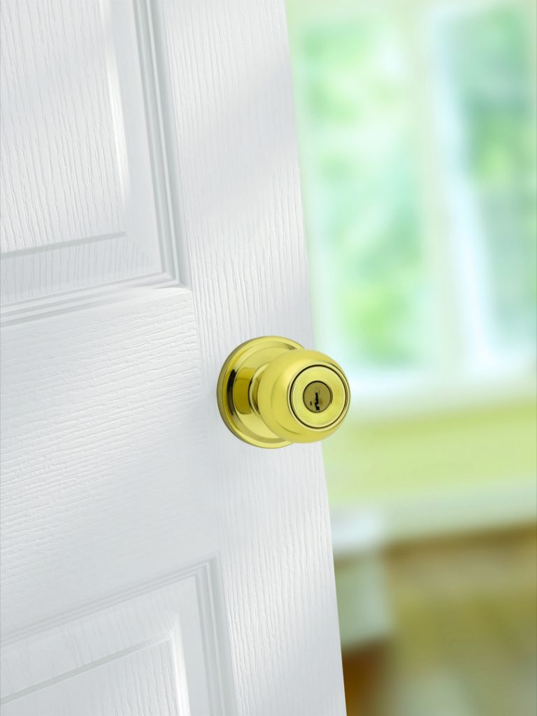 huntington entry knob featuring smartkey in polished brass lifestyle