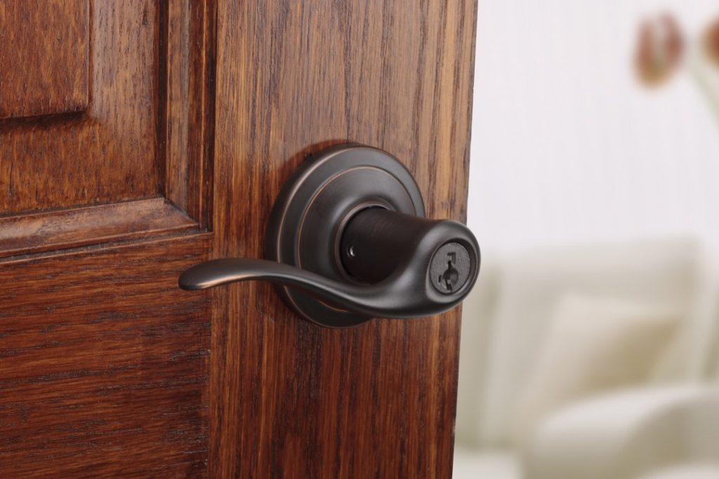 toluca entry lever featuring smartkey in venetian bronze lifestyle